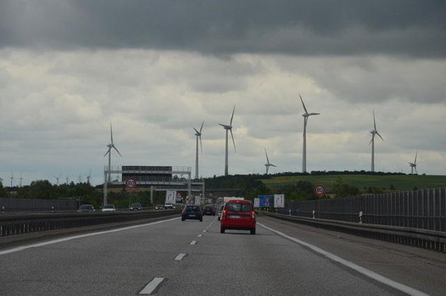 Autobahn und Windräder:Ökokonto