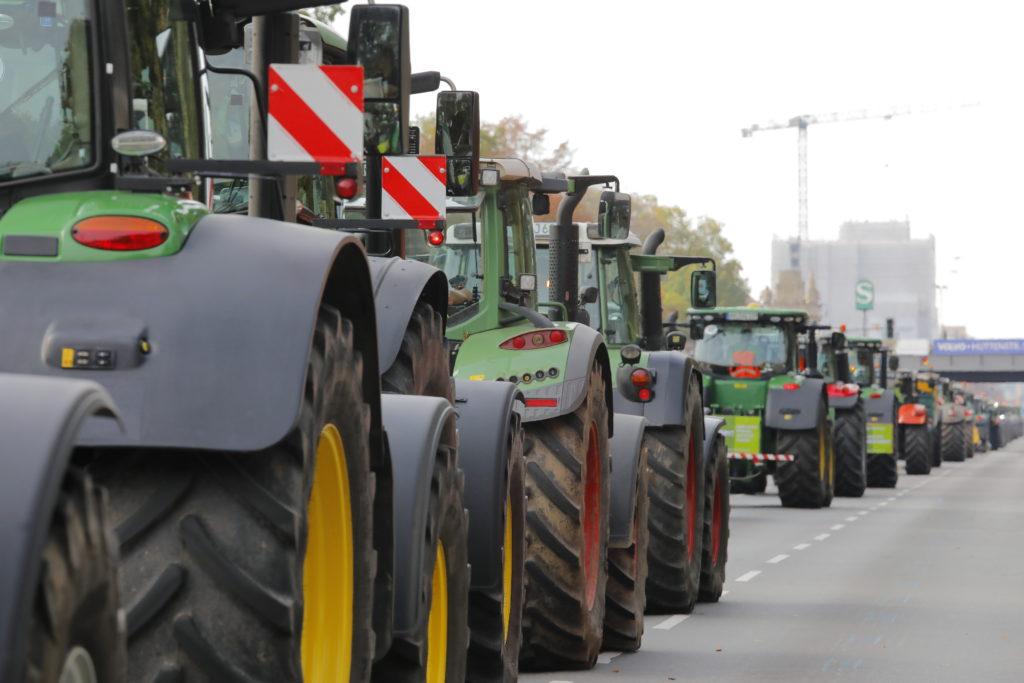 Traktorenkonvois werden am Dienstag wieder zum Berliner Stadtbild gehören. Polizei rechnet mit 5.000 Schleppern.