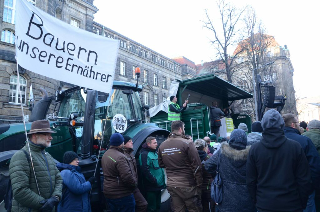 """Demonstration von """"Land schafft Verbindung"""" in Dresden."""