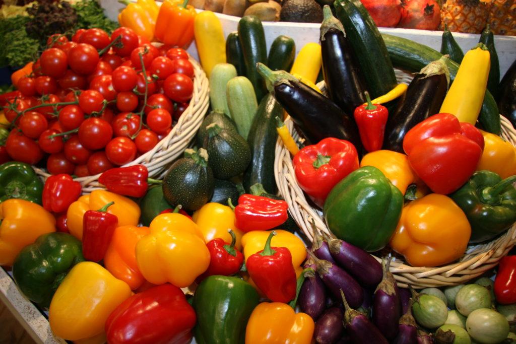 Aus Nicht-EU-Ländern importierte Paprika und Auberginen sind häufiger mit Rückständen von Pflanzenschutzmitteln belastet . Dennoch ist die Beanstandungsquote niedrig. (c) Christina Gloger