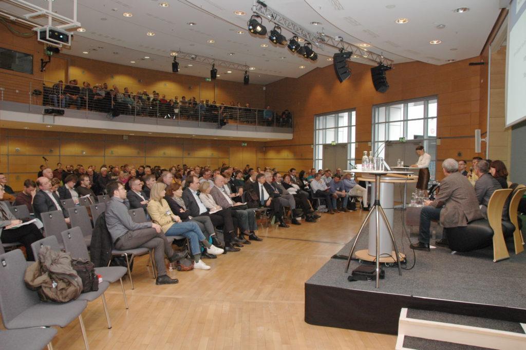 Vortrag im vollen Congress Center in Erfurt.