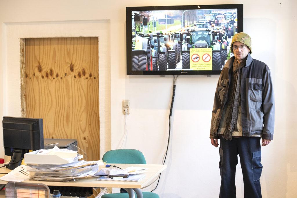 Ziegenhirte von der Elbe in seinem Büro