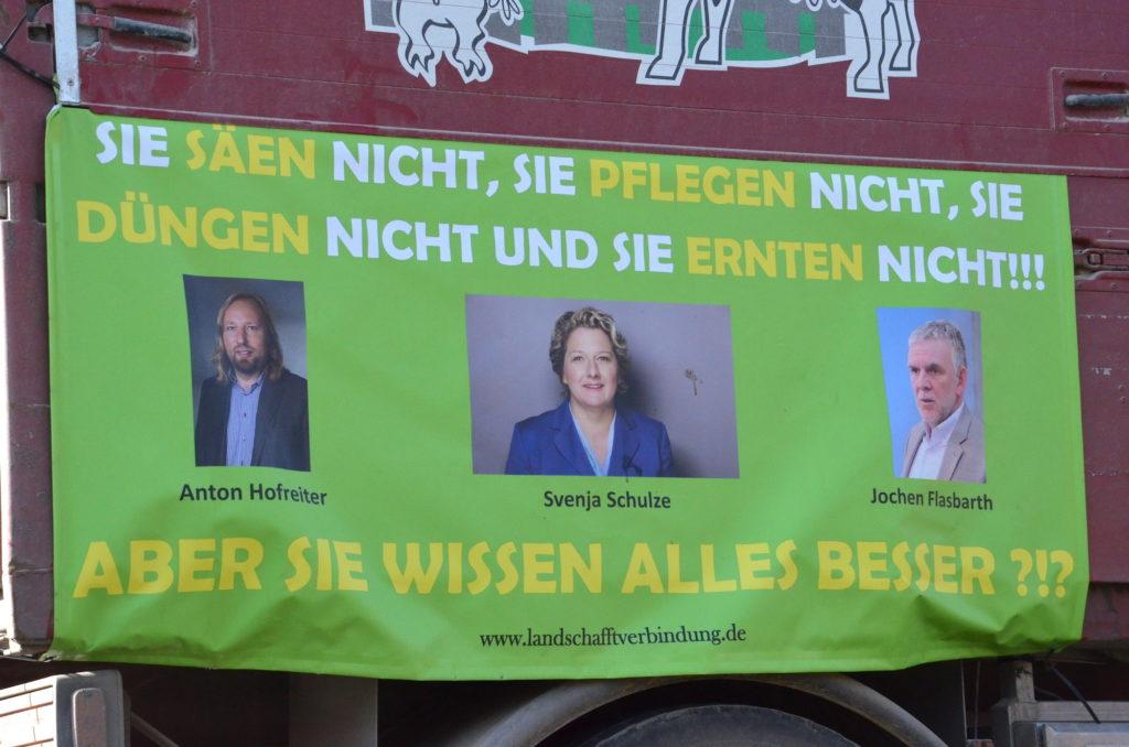 Bauerndemo in Dessau - Das Plakat der Besserwisser