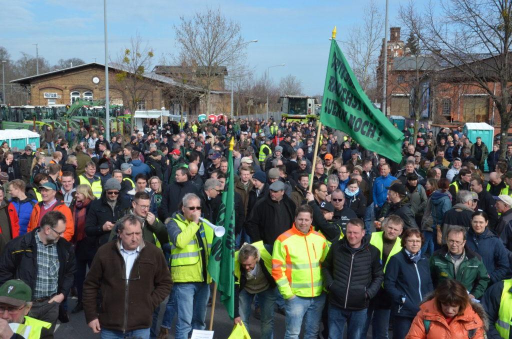 Bauerndemo-Dessau-Demonstranten