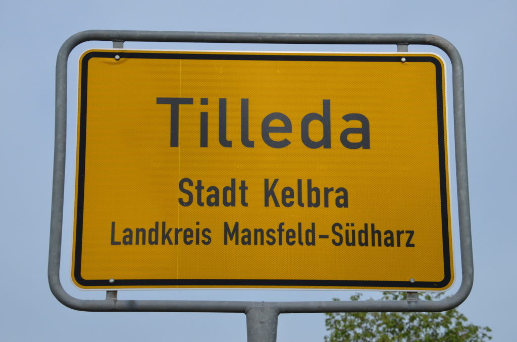 Das Ortschild von Tilleda im Landkreis Mansfeld-Südharz in Sachsen-Anhalt.