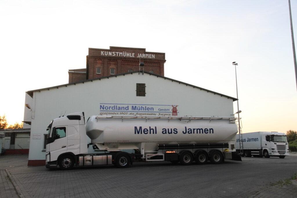 Die Vermahlungskapazität der modern ausgestatteten, aber zur Schließung bestimmten Mühle in Jarmen beträgt 60.000 t Mehl- und Schrotprodukte pro Jahr. Davon entfallen bis zu 45.000 t auf Weizenprodukte. (c) Harry Erdmann