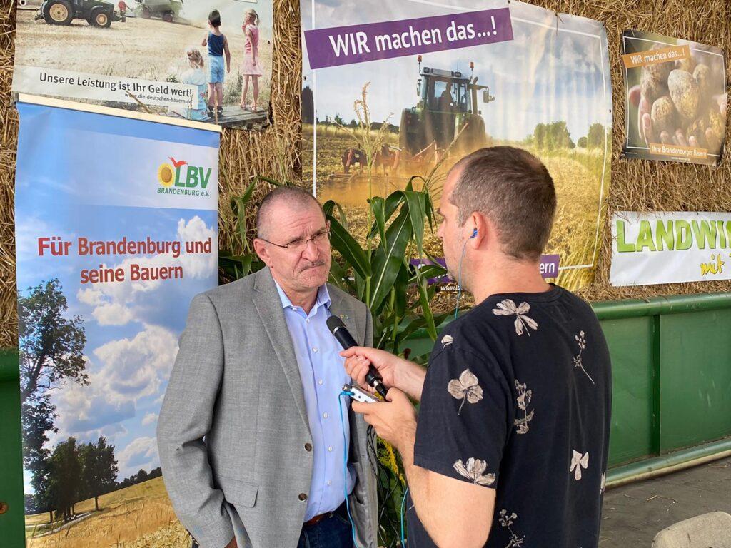Brandenburgrs Bauernpräsident Henrik Wendorff im Interview auf der Erntepressekonferenz 2020.