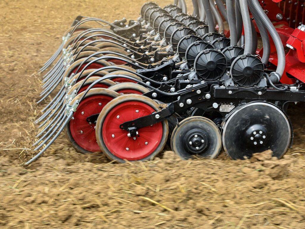 Gerät, mit dem Getreide standraumoptimiert per Einzelkornsaat gelegt werden.