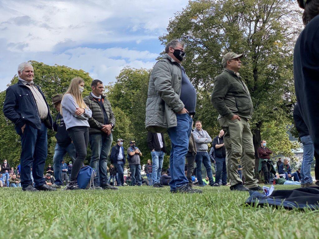Landwirte-aus-Sachsen-Land-schafft-Verbindung-Sachsen-demonstrieren-während-der-EU-Agrarministerkonferenz-in-Koblenz