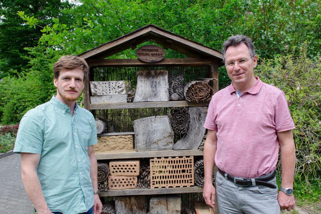 Als Forscher konzipieren und begleiten sie das Maßnahmenprogramm Insektenschutz: Dr. Peter Weißhuhn (l.) und Prof. Dr. Thomas Schmitt.