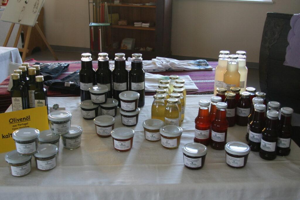 Der Hofladen ist täglich bis in die Abendstunden geöffnet. Hier fi nden sich auf nationalen und internationalen Fazendas hergestellte Produkte, so Honig, Marmeladen, brasilianischer Kaffee, Textilwaren und Schmuck.