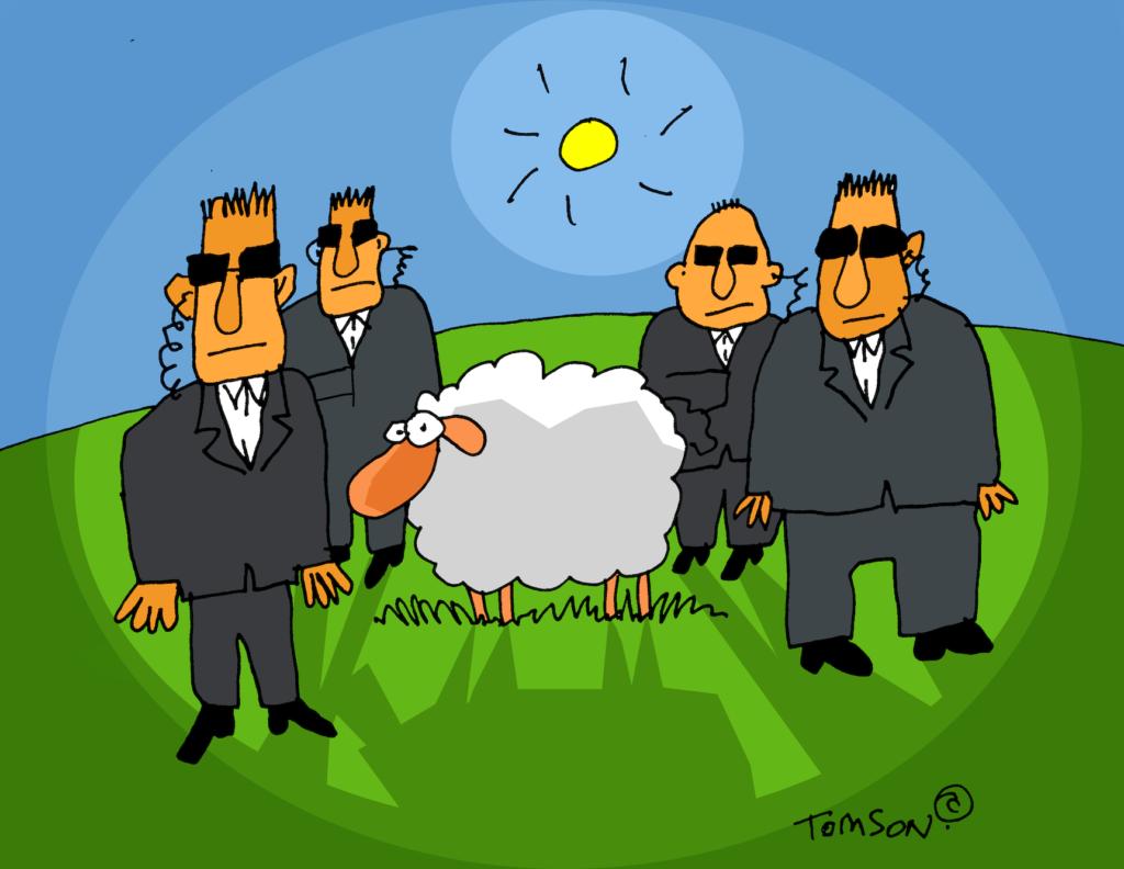Cartoon: Schaf steht auf einer Weide mit Security.